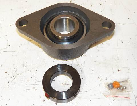 """LOT OF 4 1 1//8/"""" ID BEARING IN 3 HOLE METAL FLANGE"""